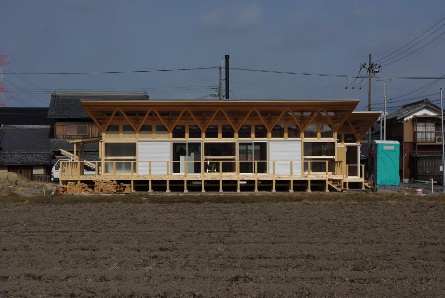 飯道山を望む家6