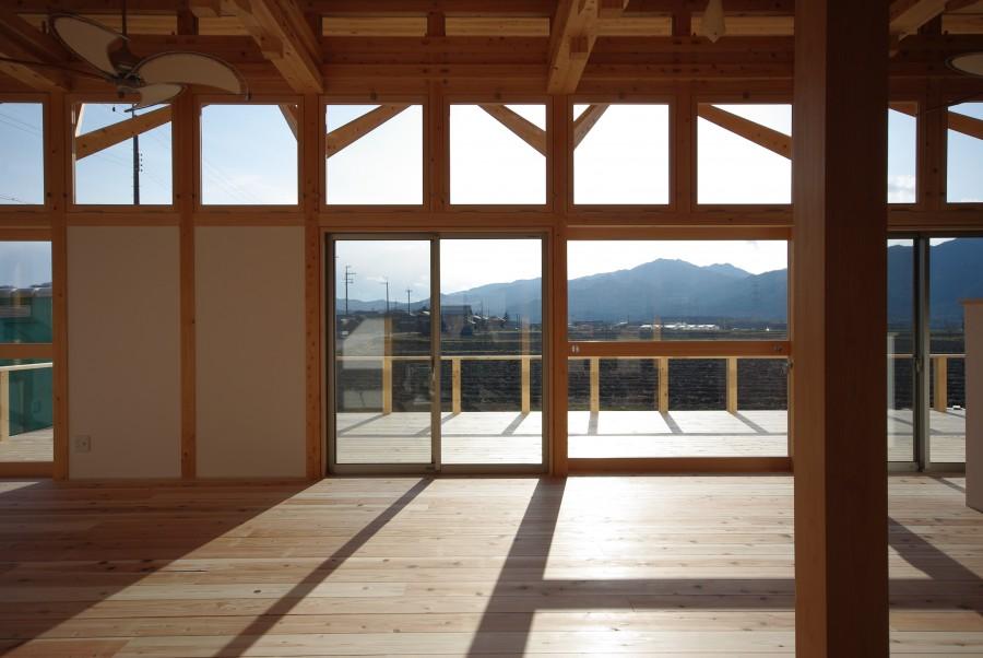 飯道山を望む家2
