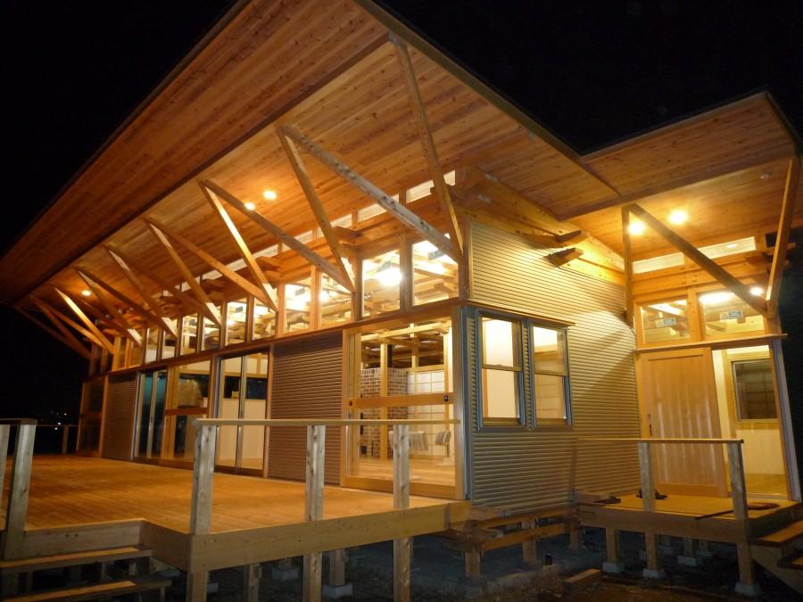飯道山を望む家